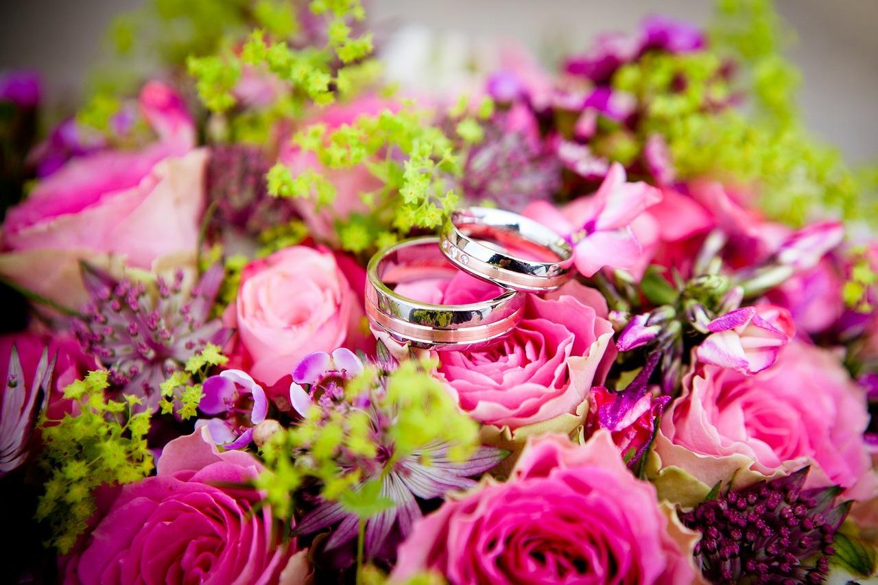 das bedeuten diese blumen in deinem hochzeitstrau die floristen ihr partner f r florale ideen. Black Bedroom Furniture Sets. Home Design Ideas