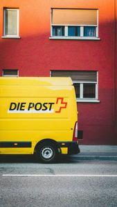 Das Postauto bringt die Blumen